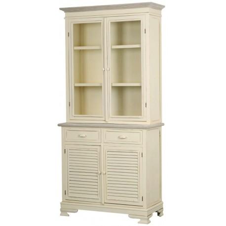 kremowy kredens u góry posiada oszklone drzwiczki za któryi są półki, zaś w dolnej części są dwie szufladki i drzwiczki