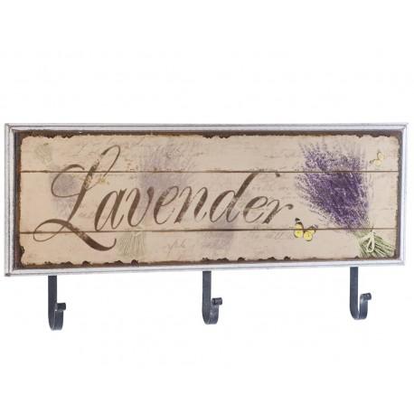 trzy metalowe haczyki połączone z drewnianą, prostokatną tabliczką z napisem lavender
