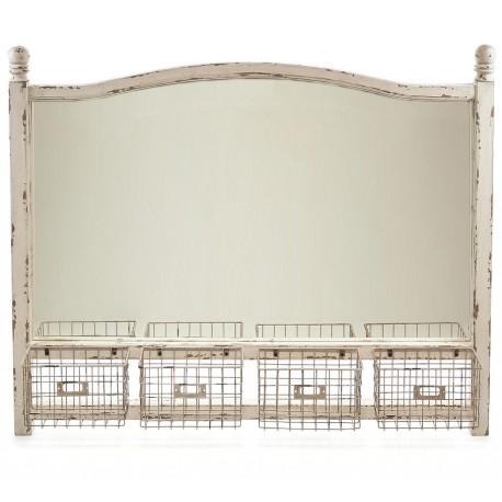 Ozdobne lustro z postarzaną rama i czteroma koszyczkami wykonanymi z metalu