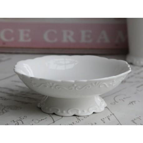 Biała miska z porcelany z ozdobną podstawą