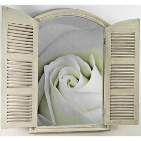 Rewelacyjne zamykane lustro przypominające okiennice.