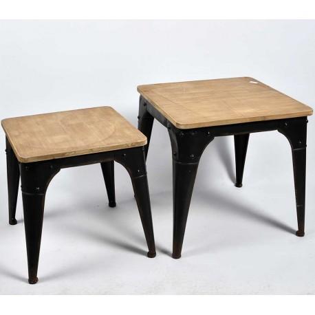 Niski kwadratowy stolik Belldeco z drewnianym blatem i metalowymi nogami