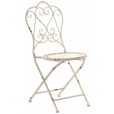 metalowe krzesło w jasnym kolorze  z przetarciami i ozdobnym oparciem
