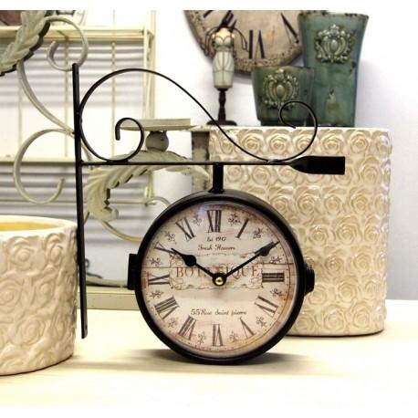 Piękny zegar dworcowy z niebanalnie odzobiona tarczą i rzymskimi cyframi
