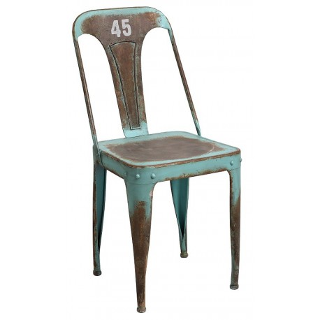 metalowe krzesło w odcieniu mocno postarzanej zieleni