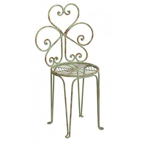 Jasne krzesło wykonane z metalu