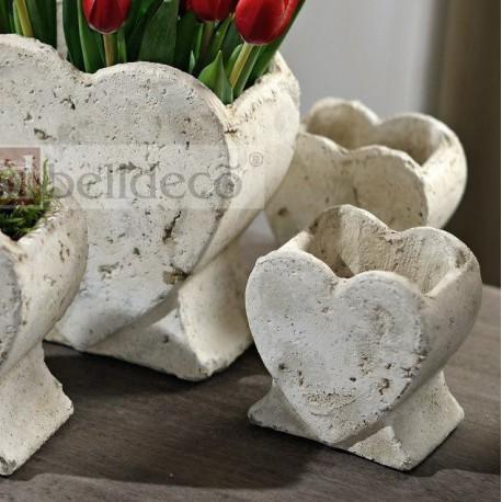 Jasna Donica w kształcie serca stojąca
