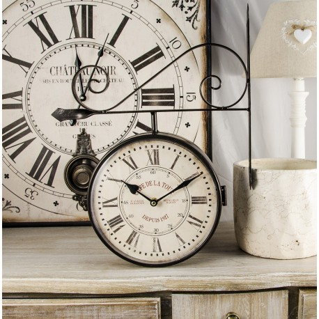 Zegar dworcowy z rzymskimi cyframi