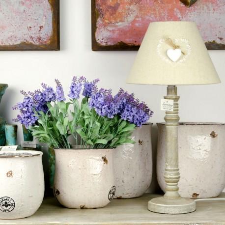 Jasna lampa z abażurem w stylu prowansalskim