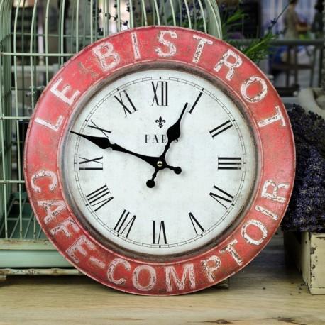 Duży, okrągły zegar z rzymskimi cyframi. Czarowna ramka,a  na niej specjalnie postarzane napisy.
