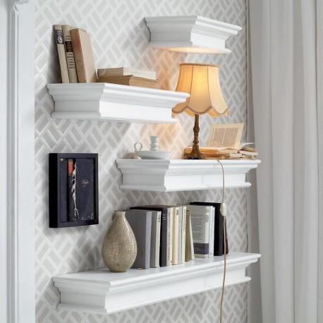 Biała półka ścienna to pewnik - sprawdzi się w każdej aranżacji, podkreślając jej urok i wdzięl.