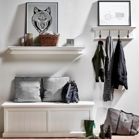 Podłużna półka ścienna z drewna pochodzi z kolekcji eleganckich mebli Lumi. Półka ma naturalny, biały kolor.