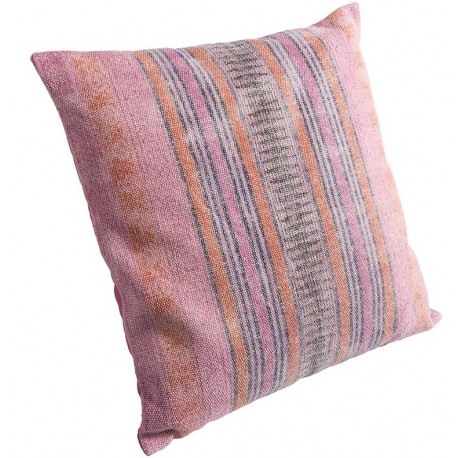 Róźowa poduszka ozdobiona paskami