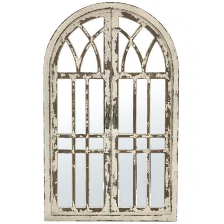 Postarzane lustra w stylu Shabby Chic jest wykonane z drewna i wygląda jak duża, stara okiennica.