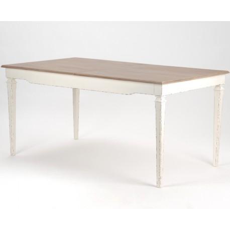 Praktyczny stół w stylu prowansalskim