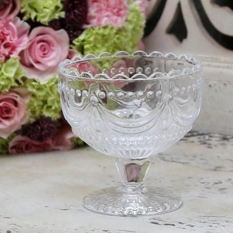 szklany pucharek do lodów z ozdobnymi wzorami