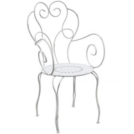 Białe, metalowe krzesło
