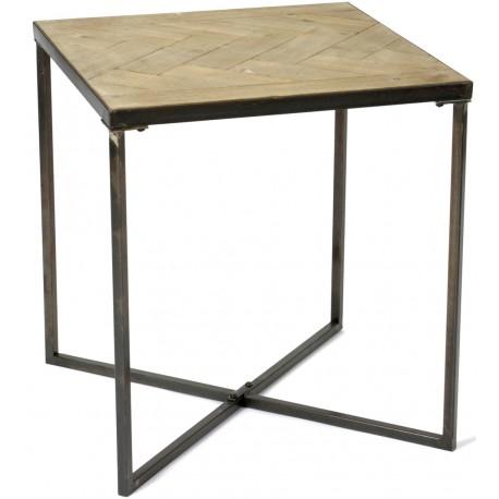 Kwadratowy stolik z etalowymi nogami ustawinymi na krzyż oraz drewnianym blatem.