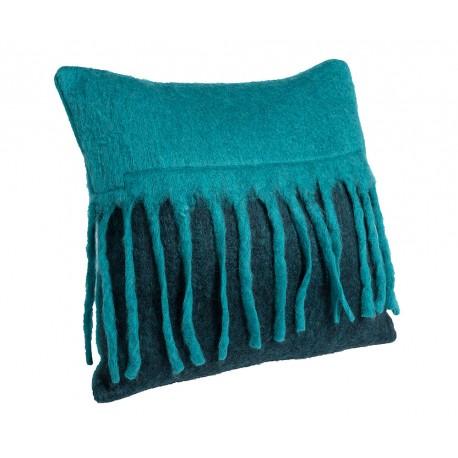 Kolorowe poduszki ozdobione frędzlami