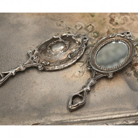 postarzane lusterko ze srebrna raczka