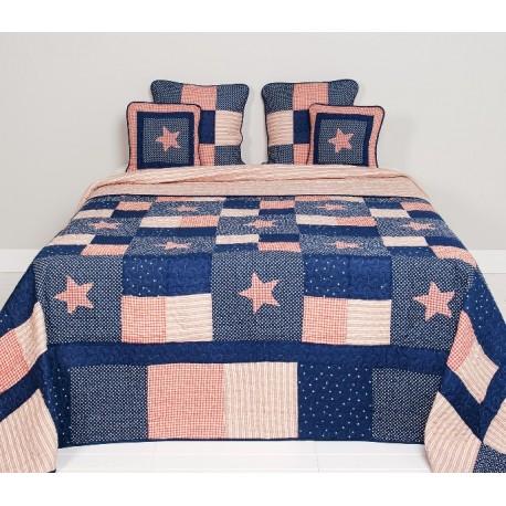 Stylowa narzuta na łóżko, doskonała do sypialni sprzyja wystrojowi wnętrza. Takie okrycie łóżka to projekt marki Clayre&Eef.