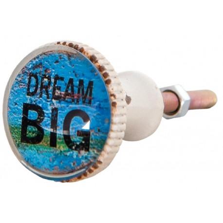 Niebieska gałka meblowa z napisami DREAM BIG świetnie sprawdzi się w połączeniu z meblami w stylu retro.