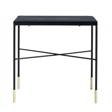 Czarny stolik wykonany z metalu posiadający na nogach ozdobne akcenty w złotawym kolorze
