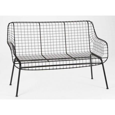 ciemna ławka wykonana z metalowej siatki