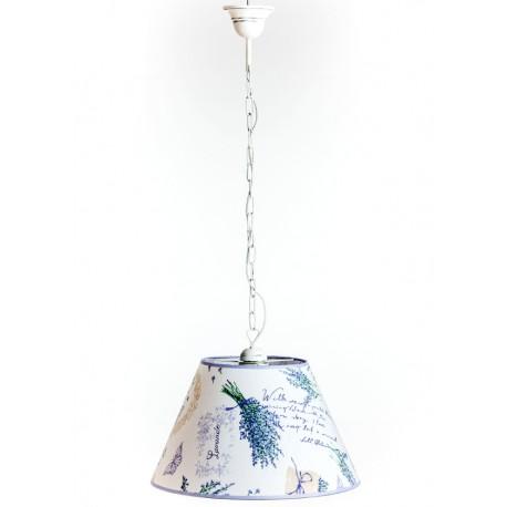 Stylowa lampa prowansalska na długim łańcuchu ma klasyczny klosz z niepowtarzalnymi zdobieniami lawendowych gałązek.