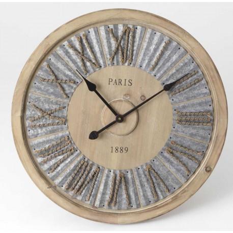 Drewniany zegar ozdobiony cyframi z liny oraz metalowym akcentem