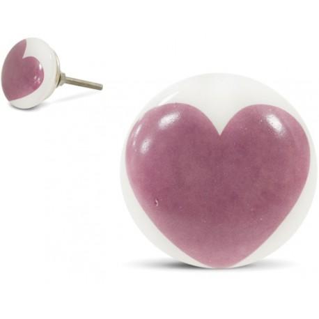 Gałka do mebli z różowym sercem jest idealna do dziewczęcego pokoju.