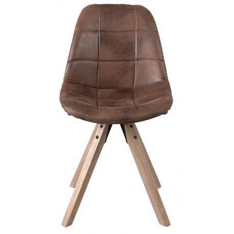 Brązowe krzesło tapicerowane, kóre wygląda jak skórzane - ustawione na nogach z drewna.