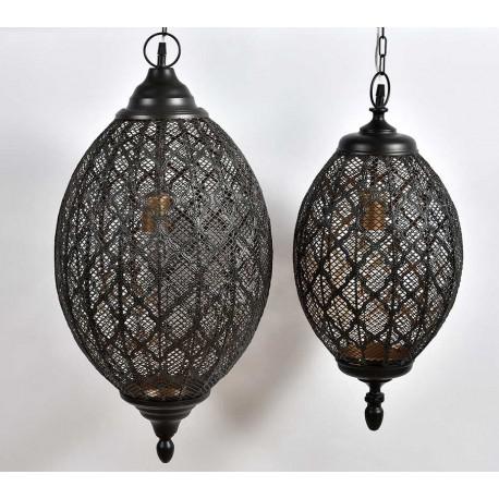 STylowa, ażurowa lampa w kształcie kropli wykoanan jest z metalu w kolorze czarnym.