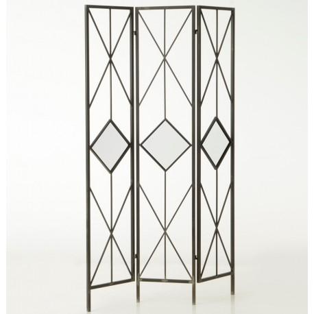 Metalowy parawan w geometrycne wzory to genialny sposób na oddzielenie w salonie części jadalnianej od wypoczynkowej.