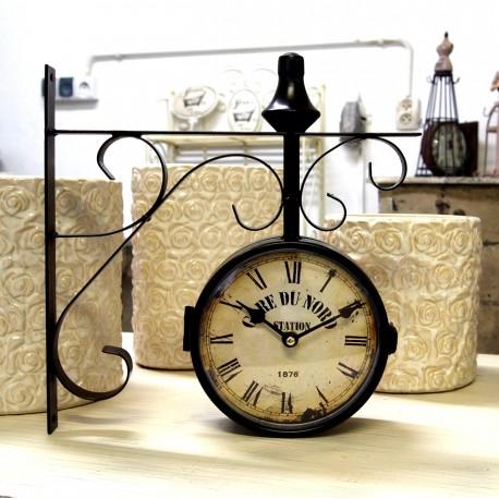 Postarzany zegar dworcowy retro