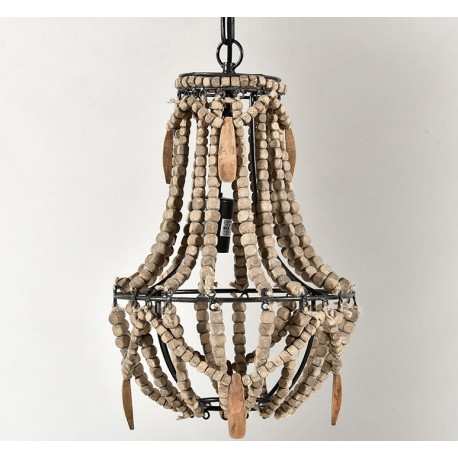 Duża lampa wisząca wykonana została z koralików w odcieniach beżu i brązu.