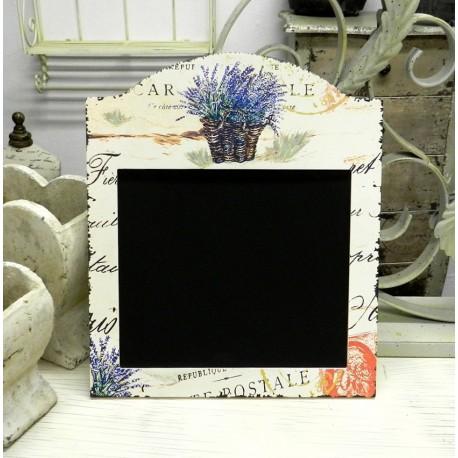 Kwadratowa tablica do pisania oprawiona w prowansalską ramkę z motywem lawendy. Sprawdzi się w kuchni jak i w pokoju lub biurze.