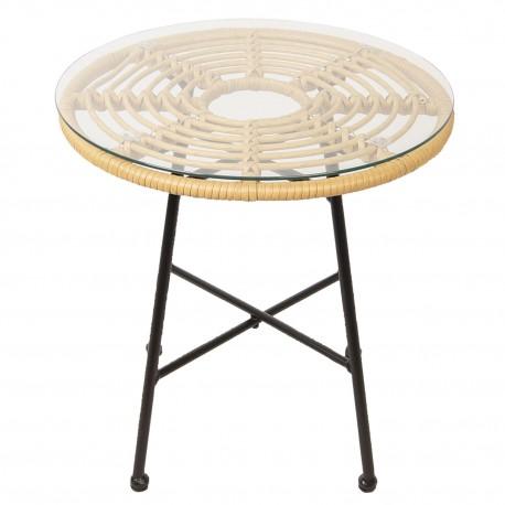 Skanynawski stolik kawowy z rattanowym blatem okryty szklaną taflą ochronną.