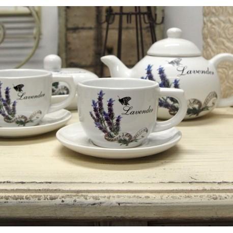 Biała ceramiczna filiżanka z motywem lawendy