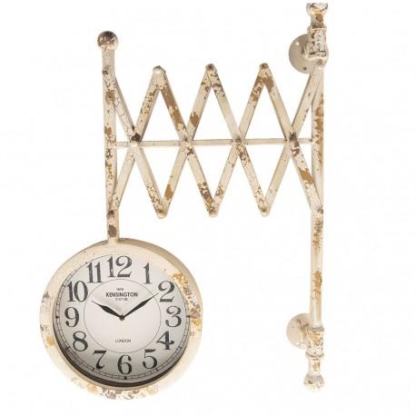Zegar w stylu industrialnym w formie zegara dworcowego to model, który jest postarzany.