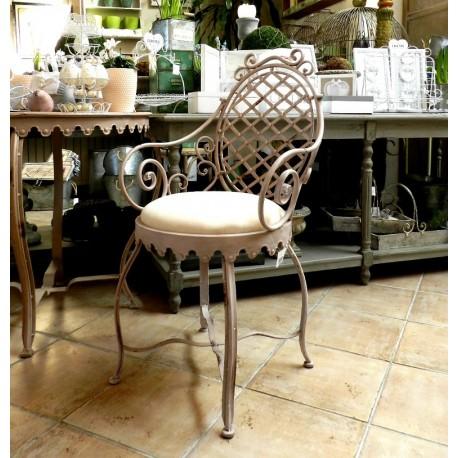 Bogate w oryginalne wykończenia krzesło z serii Grigio