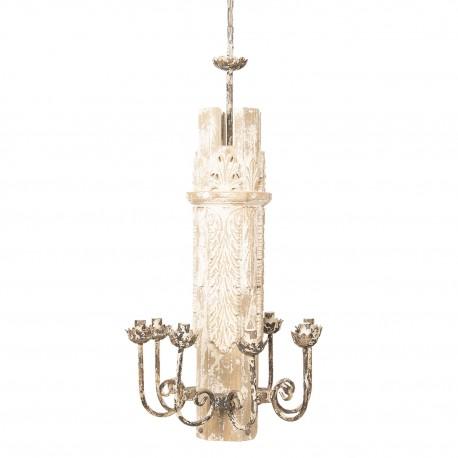 Żyrandol w stylu prowanslaksim z drewnianym dekorem w kolorze kremowym.