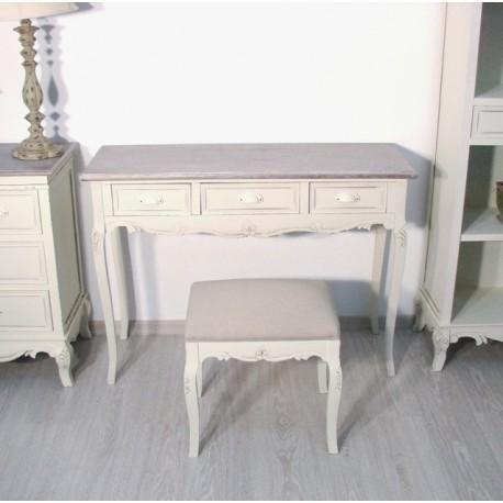 Konsola z bielonym blatem w stylu prowansalskim