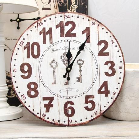 Ciekawy zegar retro. Drewniany, okrągły z motywem trzech kluczy. Ładnie wyprofilowane wskazówki oraz duże arabskie cyfry.