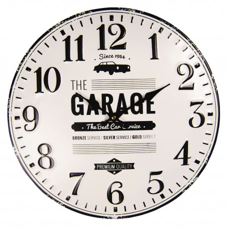 Metalowy zegar w stylu retro pasuje do pokoju nastolatka i do salonu.