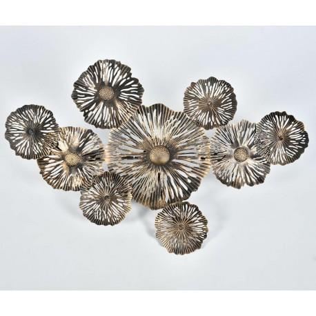 Lampa ścienna przypominająca metalowy dekor zapewni niesamowity efekt aranżacyjny.