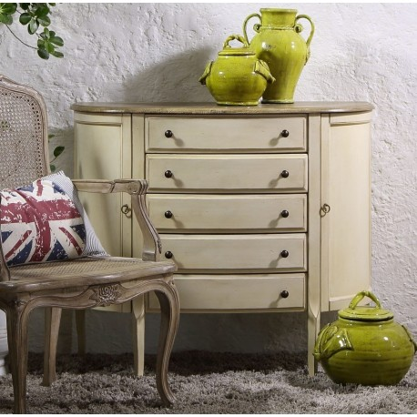 Piękna, kształtna i pojemna komoda z linii Limena w kolorze kremu.