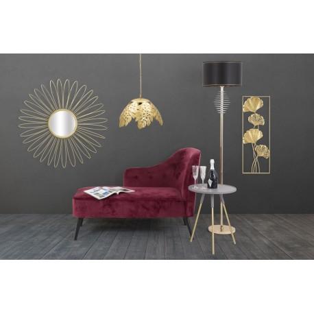 Złote, duże lustro na szarej ścianie doda pomieszczeniu blasku, nawet jeśli urządzone zostało w surowym stylu industrialnym.